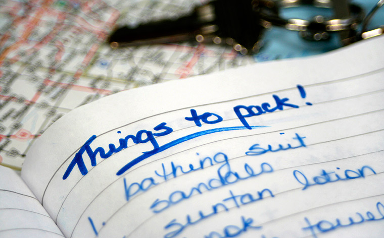 A travelling checklist in 21 handy tips