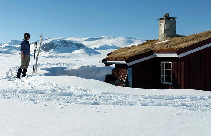 cross-country-ski-norway-adrenaline-activities-C.H. - Visitnorway.com-winter-getaways