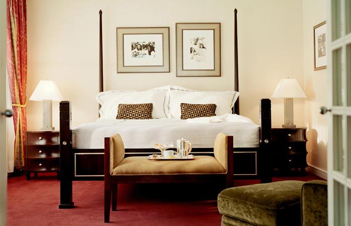 fairmont-the-queen-elizabeth-famous-hotels-yoko-ono-john-lennon