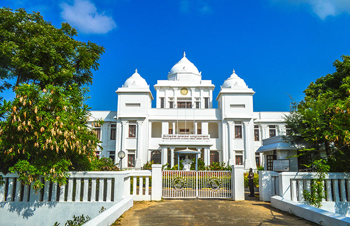 Just like with the guest houses Jaffna Public Library is a reminder of the colonial past