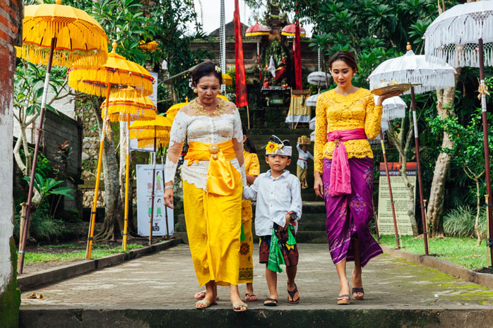 "A Balinese family in preparation for ""Nyepi"" – the day of silence"