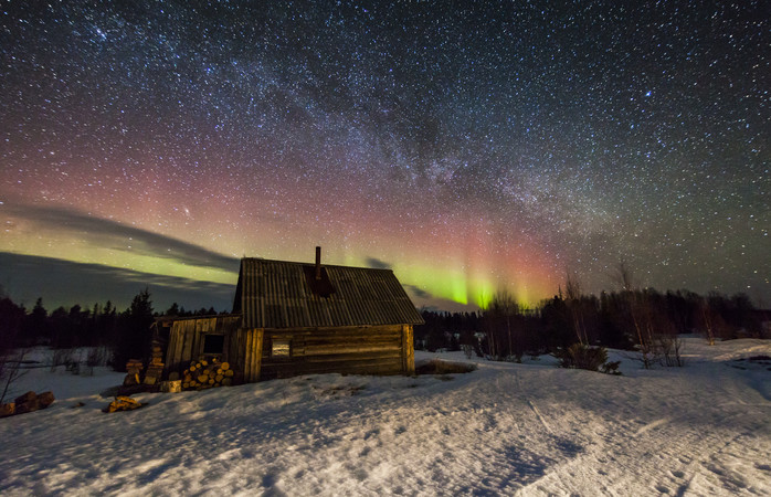 A cosy cottage and the Northern Lights in Murmansk